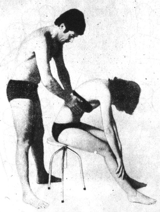 Сильный вибрационный массаж вдоль реберных дуг, лучше только при выдохе