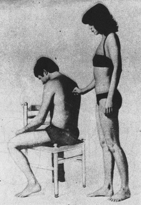 Поглаживающий массаж рефлекторных зон сердца на спине