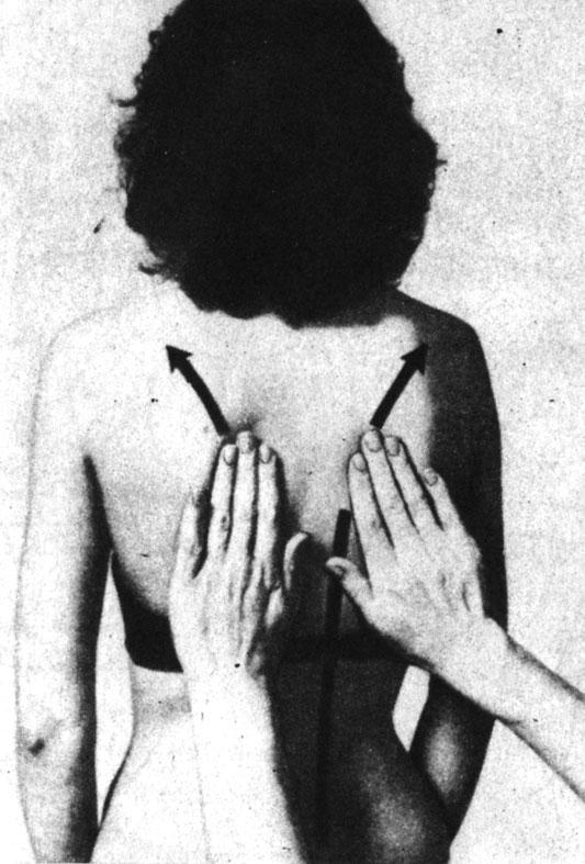 Очень легкий массаж спины (не самомассаж)