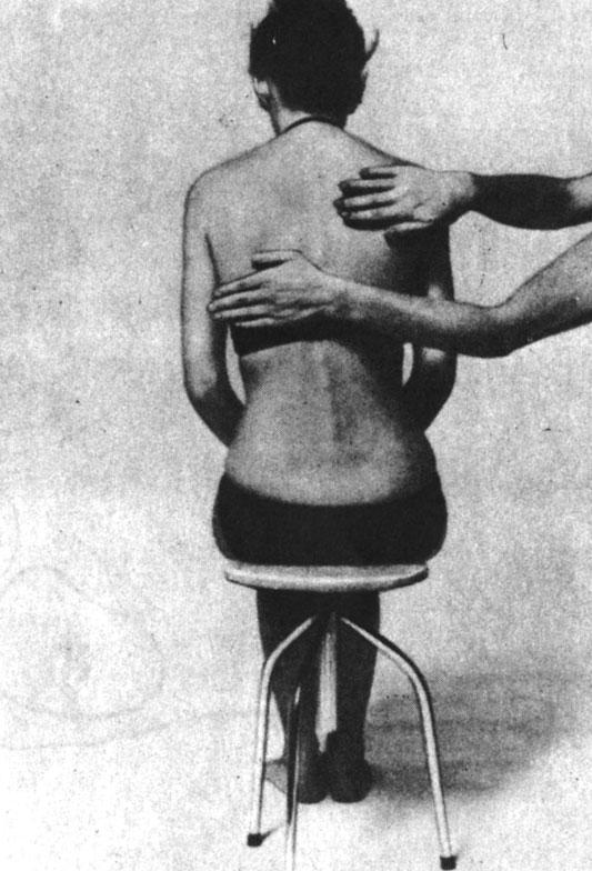 Поглаживающий массаж всей спины