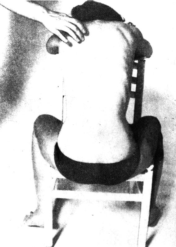 Круговой массаж вокруг уплотнения в толще надлопаточных мышц